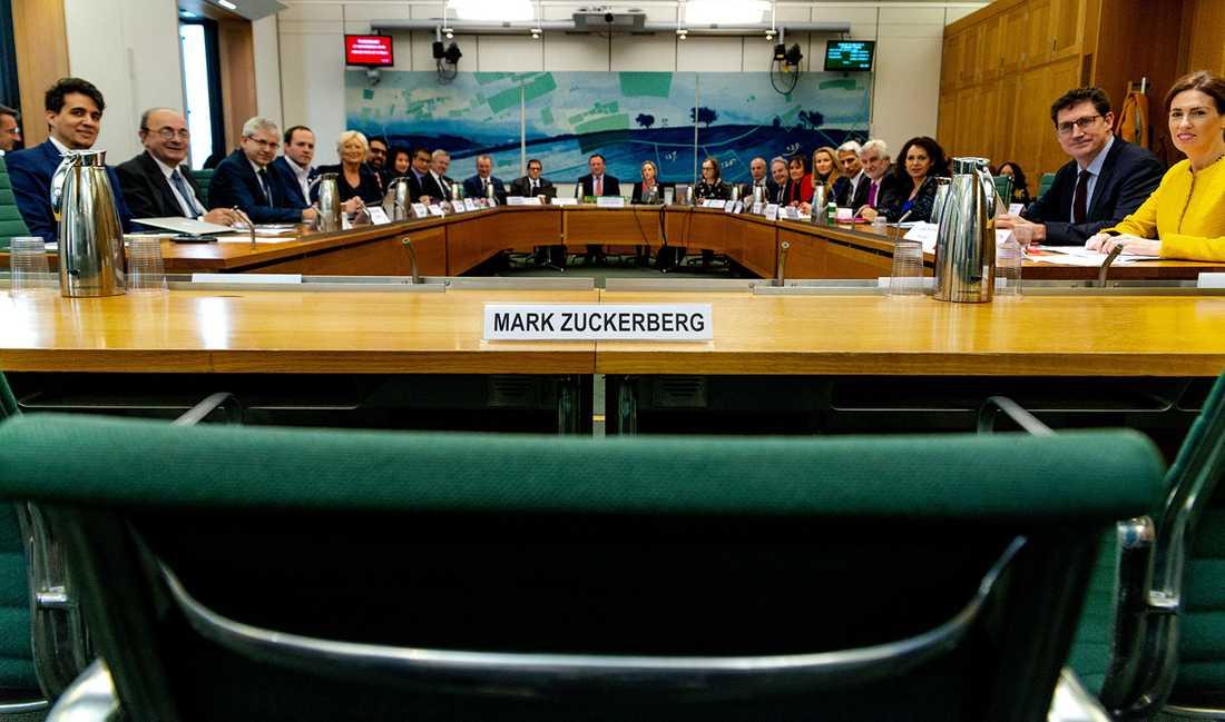 Mark Zuckerberg vägrar komma till brittiska parlamentet och svara på frågor.