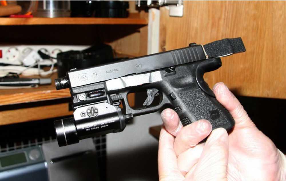 Pistol Anträffad i köksskåp.