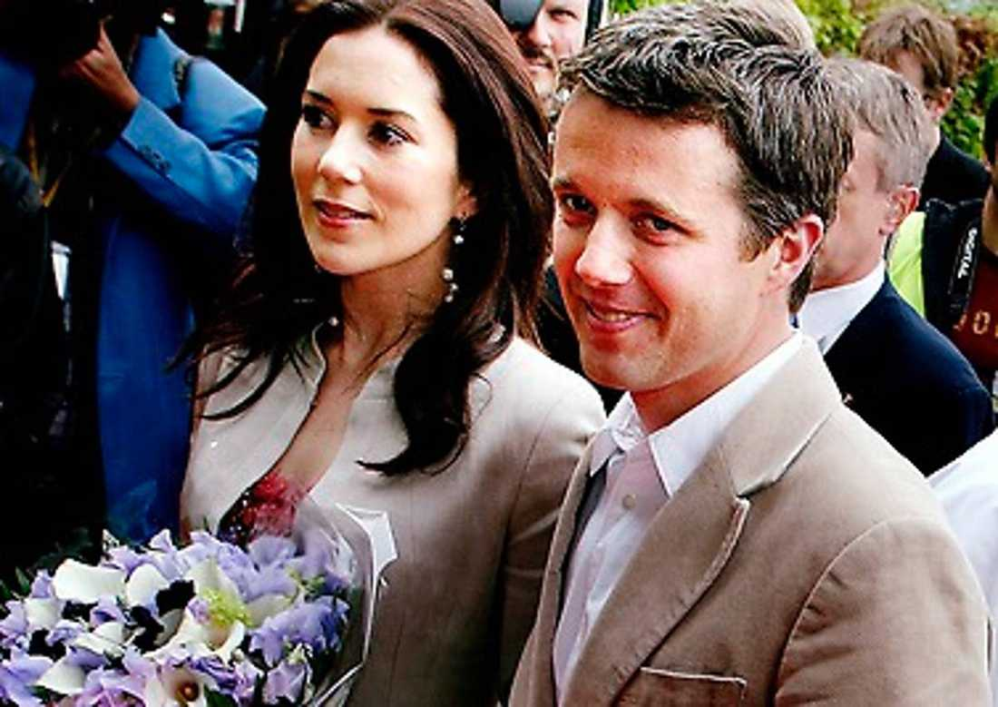 Danska kronprinsen Frederik och Mary: Det danska kronprinsparet lyckades inte hålla smekmånaden hemlig. En av Marys brudtärnor råkade försäga sig och avslöjade att Frederik och Mary till bringat bröllopsresan i Östafrika, bland annat i Tanzania.