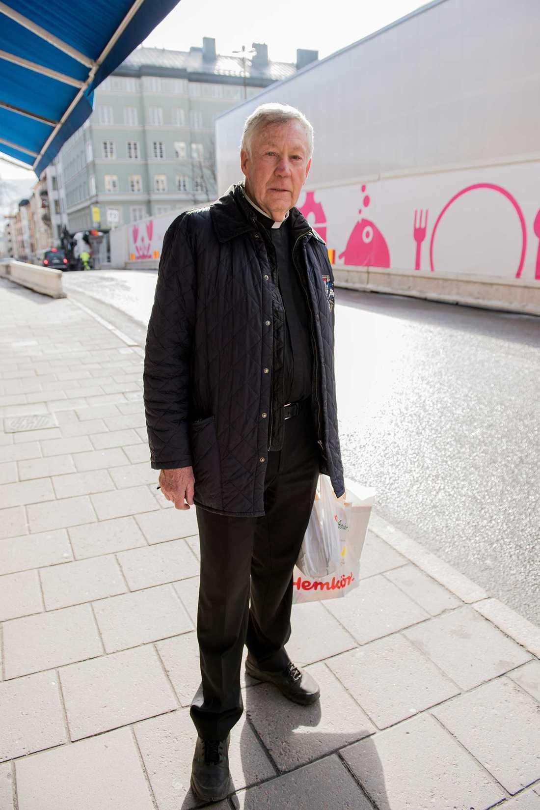"""""""Moderater har ingen skit under naglarna. De har aldrig varit hungriga, aldrig känt den ekonomiska pressen"""", säger prosten Torger Torgerson."""