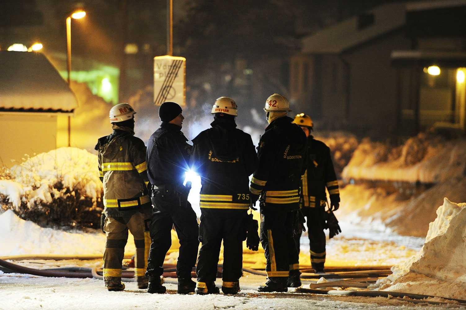 Brandmän på platsen.