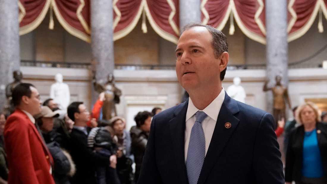 USA-demokraten Adam Schiff har blivit en central person i partiets riksrättsprocess mot president Donald Trump. Här är han på väg till en presskonferens i Capitol Hill i Washington den 21 januari.