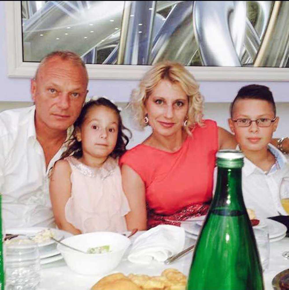 Fahrudin Mehovic, 45, åker fram och tillbaka från Serbien för att tillbringa tid med sina barn och sin fru som bor i Norrköping.