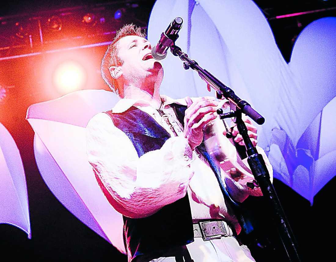 Nye sångaren Benoît David är tillräckligt begåvad för sin roll.