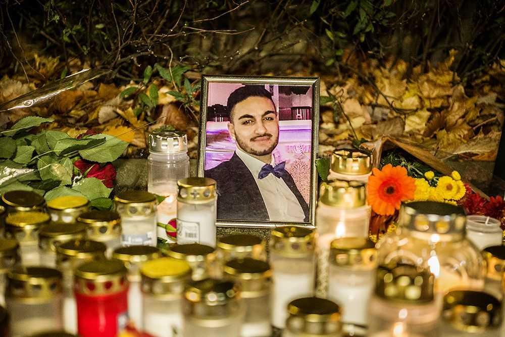 En minnesstund för Shayan Gaff anordnades i Älta utanför hans bostad.