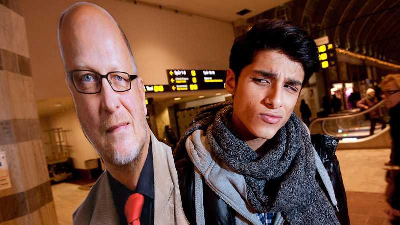 """Vet du vem den här mannen är? Carlos Romero, 20, studerande, Uppsala: """"Nej, man skulle kanske kunna tro att han arbetar inom politiken, men jag gissar på något inom finansvärlden."""" """"Om han blir bra? Det kan han säkert bli, om han blir vald."""""""