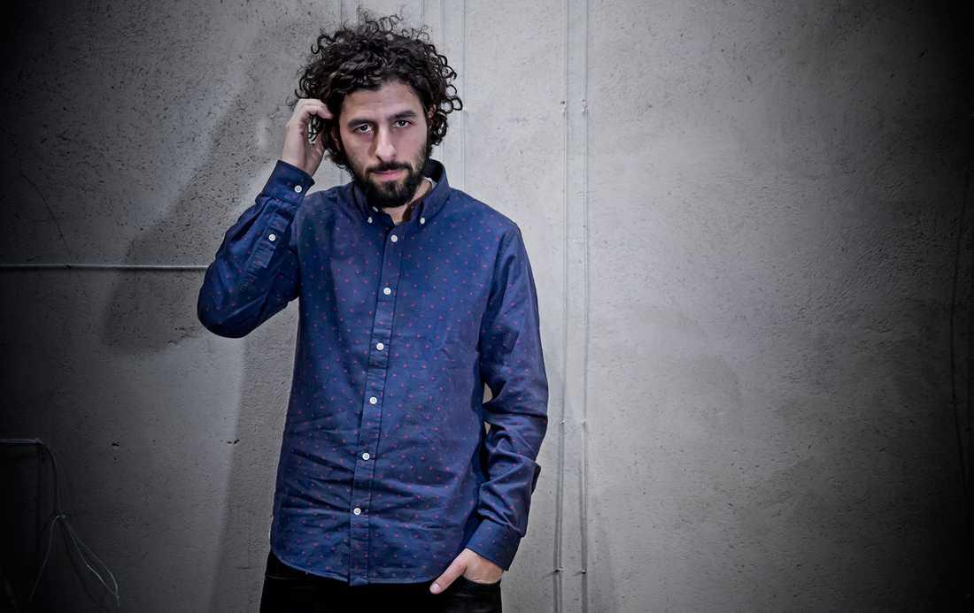 Som soloartist kan José González vara mer nördig med gitarren. Baksidan är ensamheten, då han producerar allt själv. Foto: Magnus Sandberg.