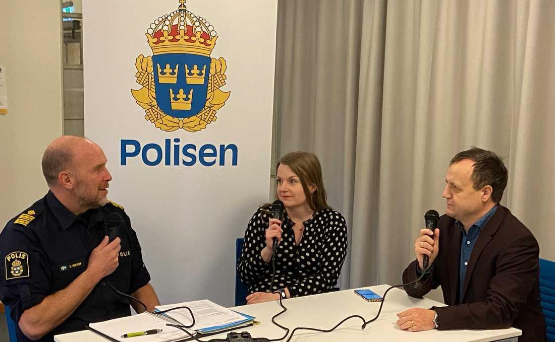 Stefan Hector samtalar med Amanda Wollstad, Johan Wiktorin och Anders Lindberg på gamla polishuset på Kungsholmen