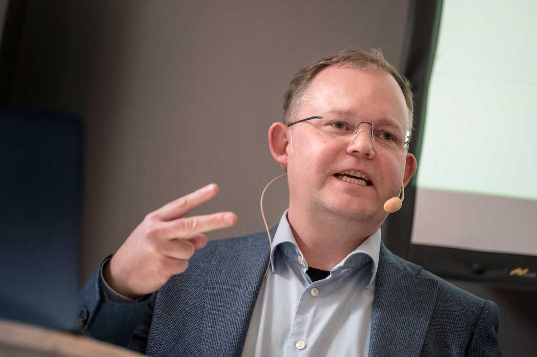 Förtroendet för många institutioner i samhället ökar. Det är en positiv utveckling, konstaterar Henrik Ekengren Oscarsson, professor i statsvetenskap vid Göteborgs universitet.