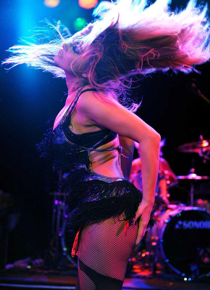 Bjöd på en egen show Carmen Electra visade upp sina danskonster på en klubb i Los Angeles.