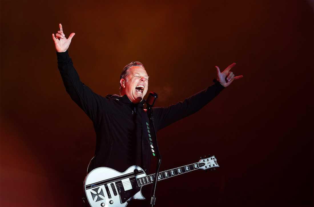 """En väloljad maskin James Hetfield och hans Metallica kan sina hits utan och innan, men det är överraskande låtönskningar från publiken, så som den helt ospelade""""The frayed ends of sanity"""" i sin helhet, som ger störst resultat på den regniga Sonisphere Festival i Helsingfors."""