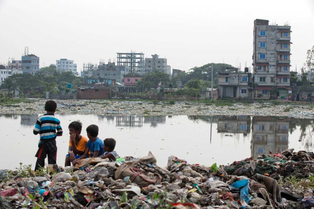 19 miljoner barn i det lågliggande och fattiga landet Bangladesh lever med risken att få sina liv helt förstörda i cykloner, översvämningar eller andra konsekvenser av klimatförändringarna, konstaterade FN-organet Unicef i en rapport i april 2019.