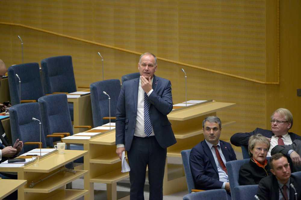 Jonas Sjöstedt gör sig beredd.