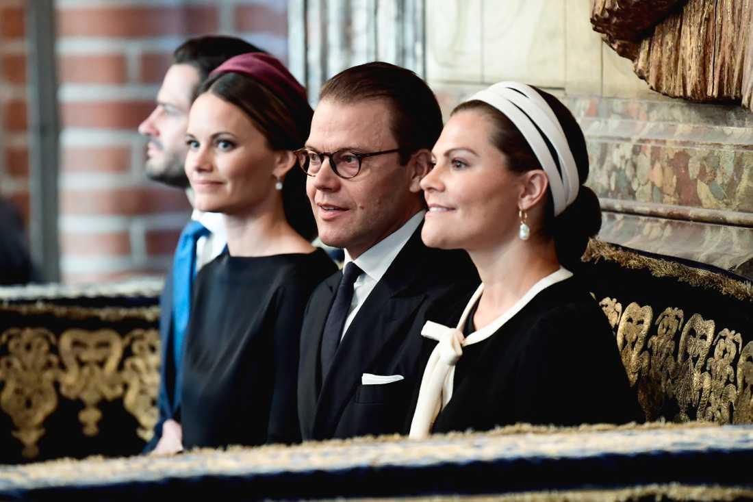Prins Carl Philip, prinsessan Sofia, prins Daniel och kronprinsessan Victoria i Storkyrkan för att delta i gudstjänsten inför riksmötets öppnande.