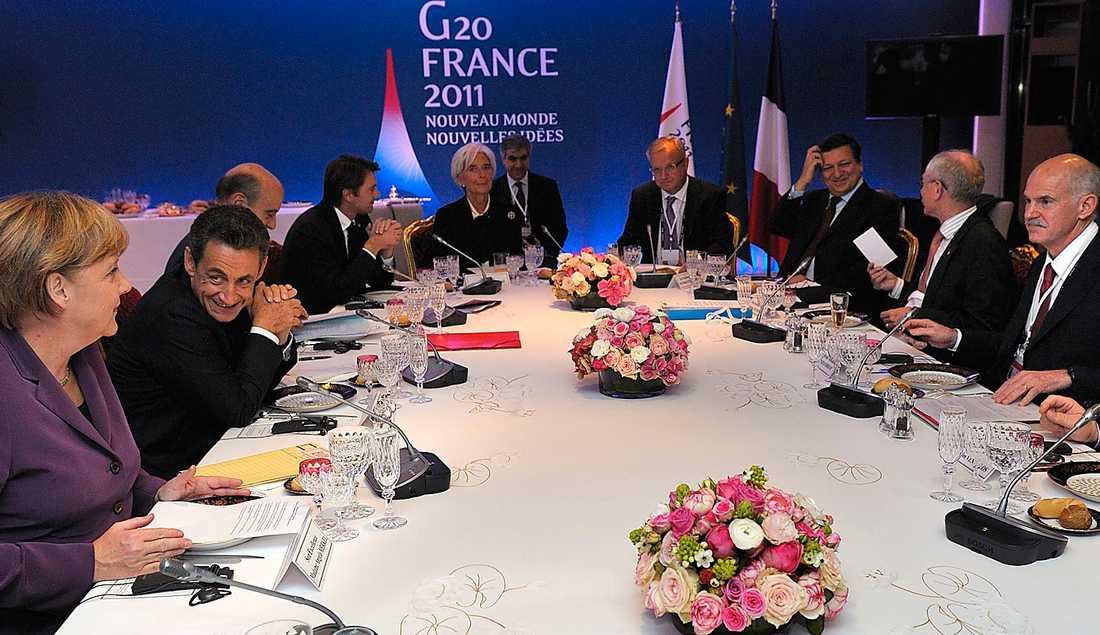 Tuffa tider Greklands premiärminister Giorgos Papandreou, längst till höger, var på plats på G20-mötet i Cannes i går för att bli utskälld. Hans beslut om en folkomröstning i Grekland har inte fått vågen av de andra europeiska ledarna.