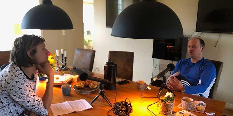 Matteus Lillieborg och Robert Bergh vid inspelningen av den rörande podcasten.
