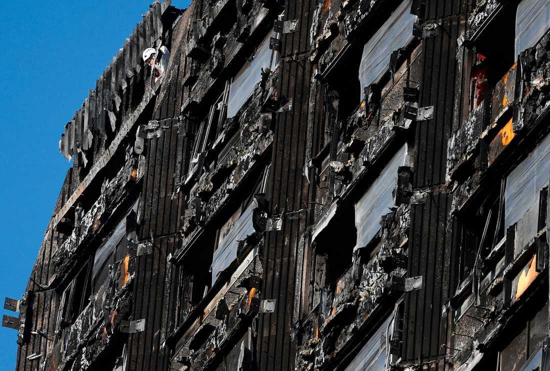Branden i 24-våningshuset i Londonstadsdelen norra Kensington tog 71 liv.