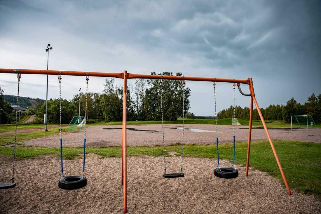 – Barnen vågar inte leka ute och dottern får numera skjuts till skolan som bara ligger 200 meter bort, säger Jimmi Bogg, boende i området.