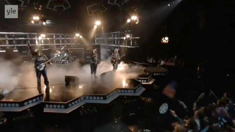 Pertti Kurikan Nimipäivät i finalen av finska Melodifestivalen.