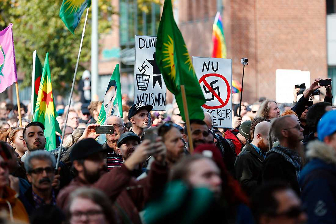 Fredsdemonstranter samlades i tusental och var fredsdemonstranter på riktigt.