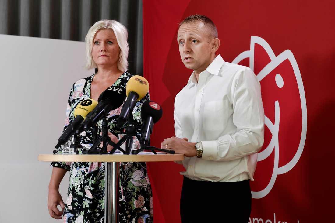 Socialdemokraternas partisekreterare Lena Rådström Baastad och valledare John Zanchi presenterar valkampanjen med film och affischer.