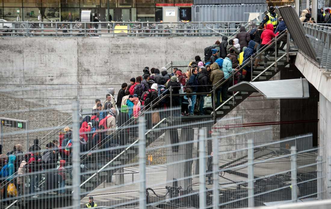 Hösten 2015 flydde många människor genom Europa. På bilden vid Hyllie station i Malmö. Arkivbild.