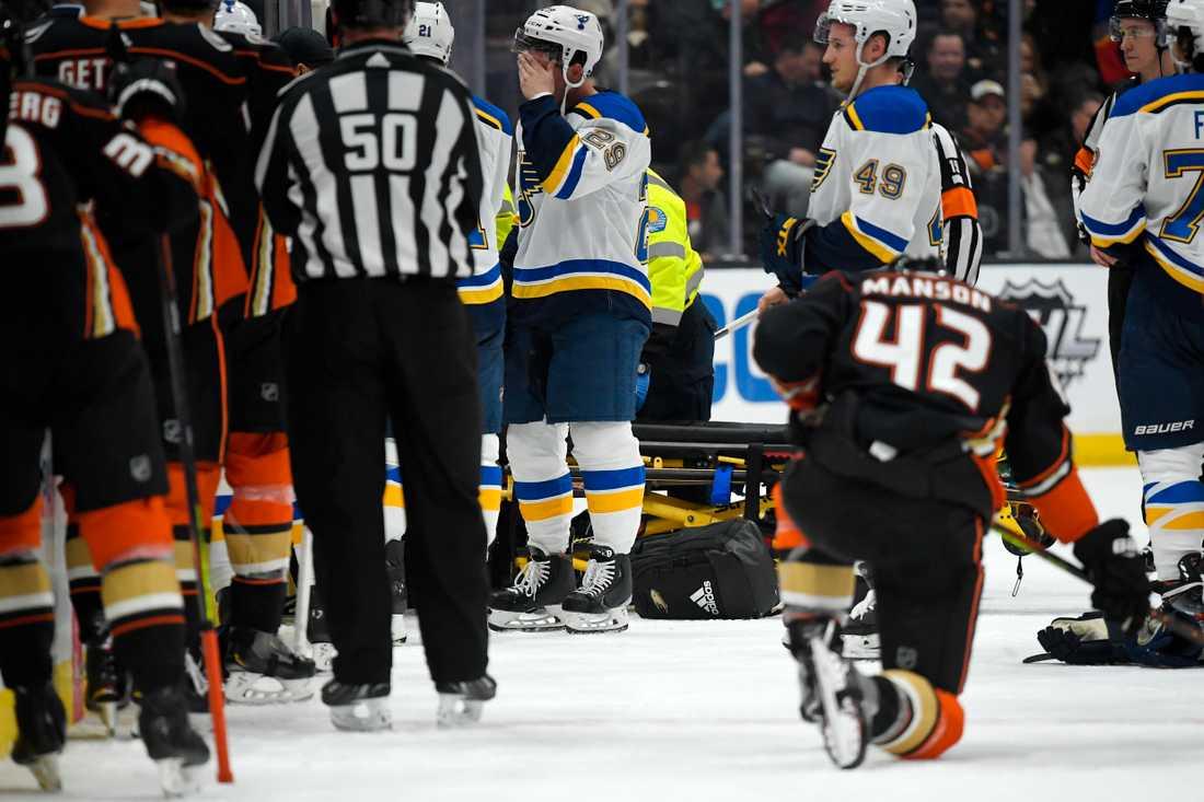 Oroliga spelare i St Louis och Anaheim följer utvecklingen efter att Jay Bouwmeester kollapsat med ett hjärtfel i bortalagets spelarbås i Honda Center.