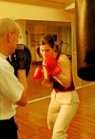Jenny Jönsson tränar boxercise.