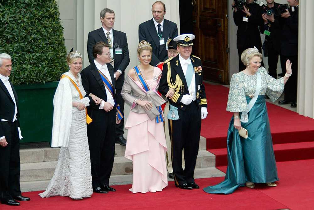 Från bröllopet mellan Kronprins Frederik och Mary Donaldson i Köpenhamn.  Prins Constantijn och hans fru Laurentien, Kronprinsessa Maxima, Kronprins Willem Alexander och Drottning Beatrix.