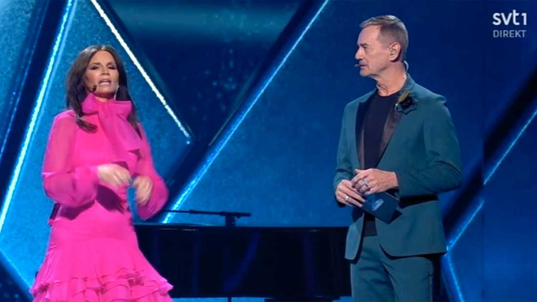Programledarna Lena Philipsson och Christer Björkman.
