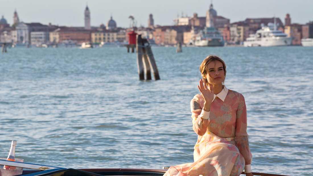 Filmfestivalen i Venedig hålls på ön Lido i lagunen utanför själva stan, som bildar en vacker bakgrund på andra sidan vattnet.