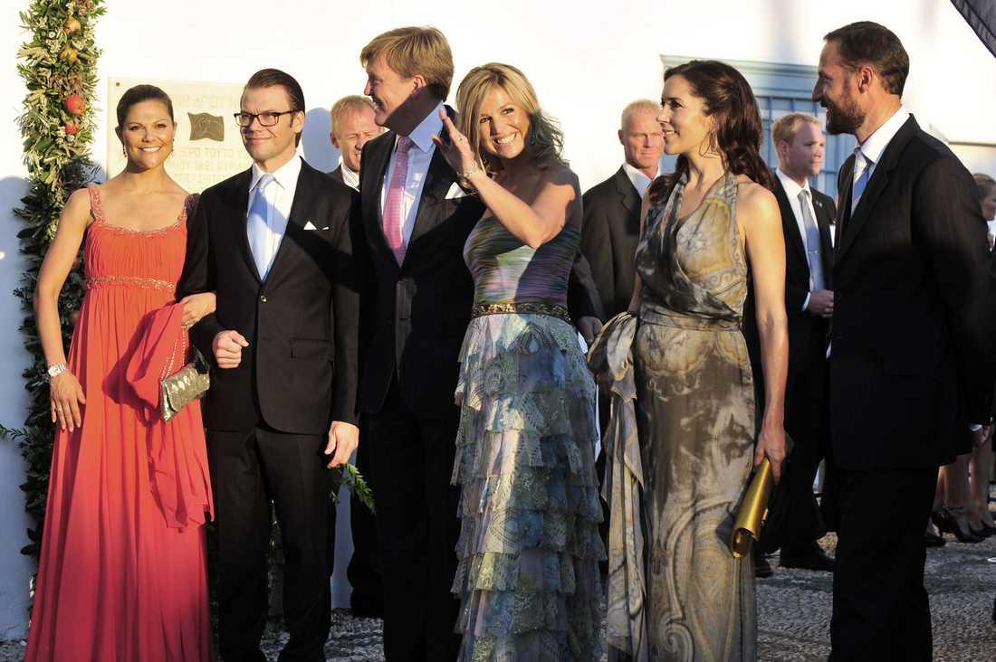 Kronprinsessan Victoria och prins Daniel tillsammans med holländska kronprinsparet Willem-Alexander och Máxima, danska prinsessan Mary och norske kronprins Haakon.