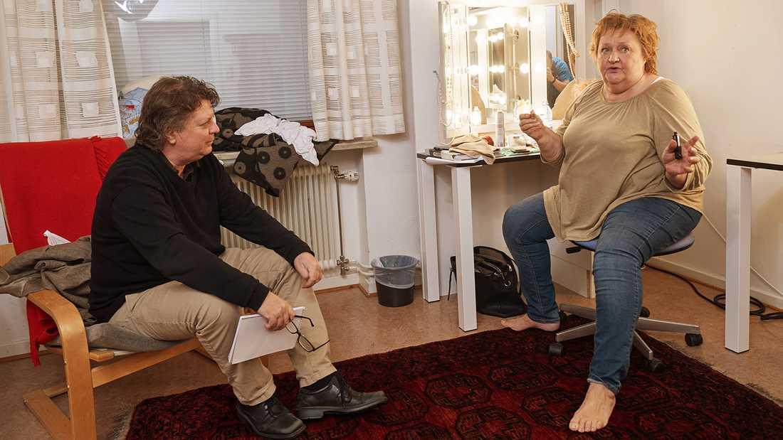 Nöjesbladets Jan-Olov Andersson intervjuar Marianne Mörck.