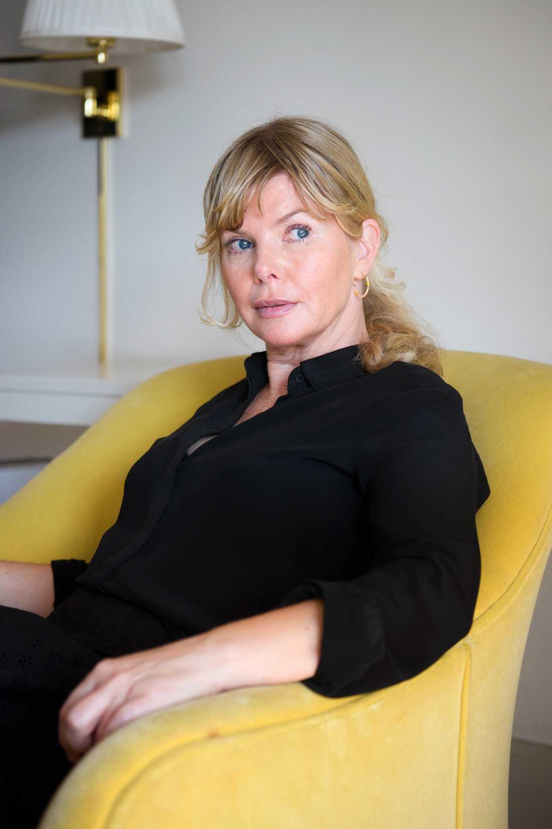 """Anna Björk spelar matriarken Maude, en problematisk """"boss lady"""" i Jordnära. Björk säger att hon fick """"tänka efter både en och två gånger"""" när hon läste manus innan hon tackade ja."""