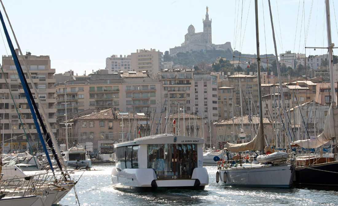 ...av marseille I franska Marseille är centrum lika vitalt. Samtidigt är de bägge städerna vidöppna för högerextrem rasism och kriminaliteten är högst påtaglig.