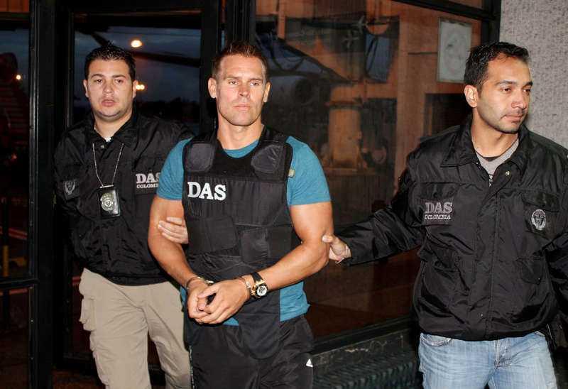 Dömd. Jonas Falk, eller Oredsson som han tidigare hette, dömdes till 18 års fängelse 2013. Här eskorterad av colombiansk polis när han utlämnades till Sverige 2010.