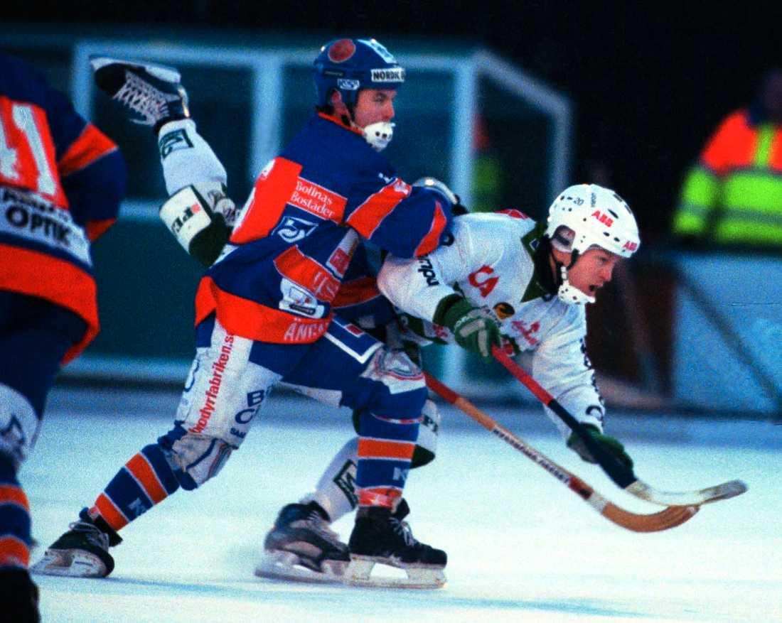 Fosshaug bjuds på en flygtur mot Bollnäs 2001.