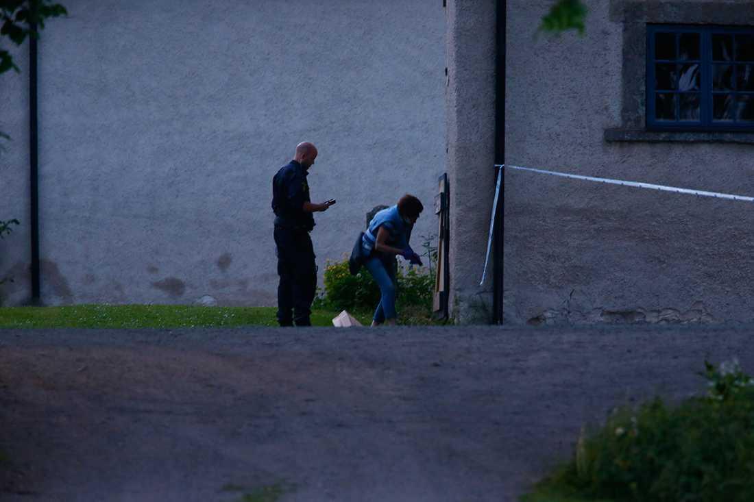 Polisen söker efter ledtrådar.
