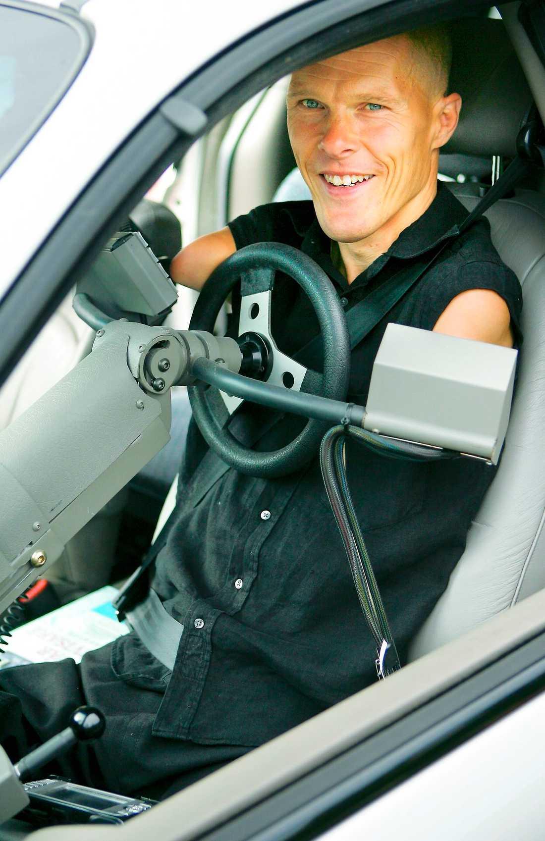 Trivs bakom ratten. Det blir mycket bilkörning. Till och från föreläsningar och skjutsande av barn till olika aktiviteter.
