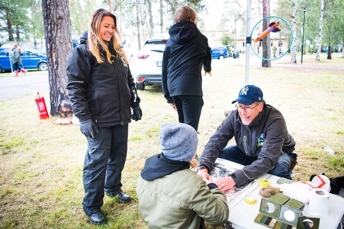 """""""Det vi gör kan vem som helst göra, bara man tar av sig sina skyddsglasögon"""", säger familjen Karlsson. I höst kommer de att driva en egen VildaKidz-gala för första gången, där de hyllar barn och unga som gjort något bra för någon annan."""