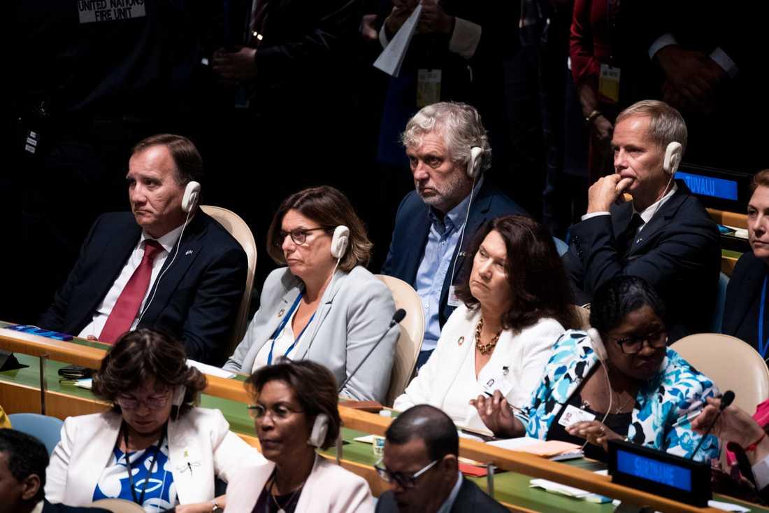 Sveriges statsminister Stefan Löfven (S), miljö- och klimatminister samt vice statsminister Isabella Lövin (MP), utrikesminister Ann Linde (S), biståndsminister Peter Eriksson (MP) och FN-ambassadör Olof Skoog i FN:s generalförsamling i New York.