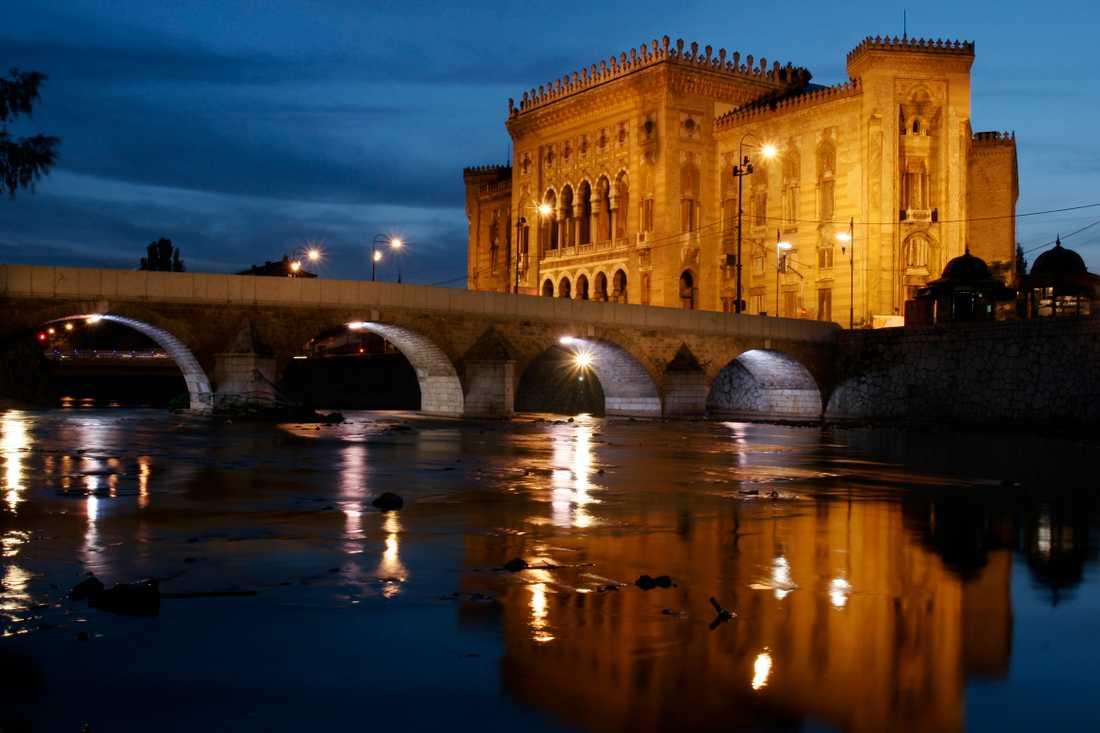 En gång var nationalbiblioteket i Sarajevo en ruin på grund av nationalistiska strävanden.