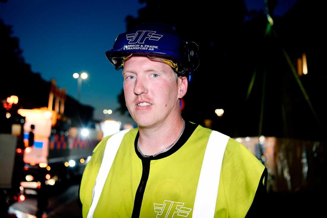 """Nicklas Jansson arbetade i natt för att sanera och säkra explosionsområdet i Linköping. """"Det är kaos"""", säger han."""
