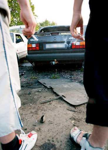 offer för bilprovarna Den gamla Volvon slaktades av fyra besiktningsmän på den årliga grillfesten.