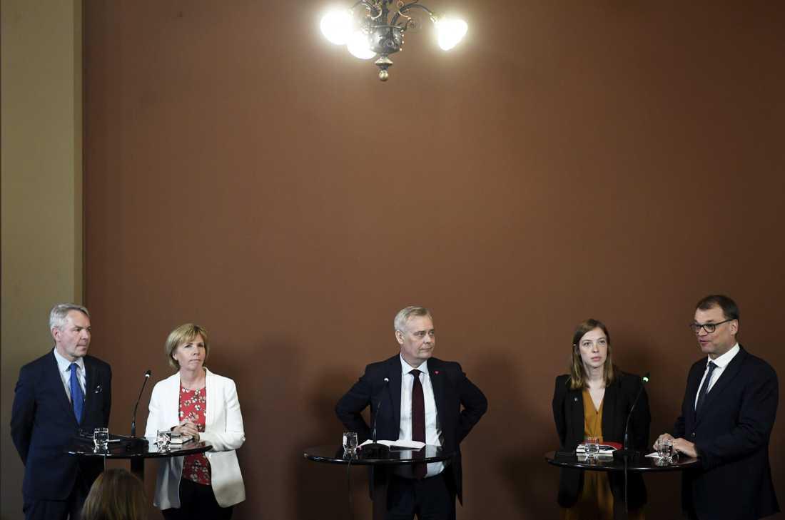 Partiledarna i Finlands regeringsförhandlingar, från vänster: Pekka Haavisto (De Gröna), Anna-Maja Henriksson (Svenska Folkpartiet), Antti Rinne (Socialdemokraterna), Li Andersson (Vänsterförbundet) och Juha Sipilä (Centern). Bilden är tagen den 8 maj.