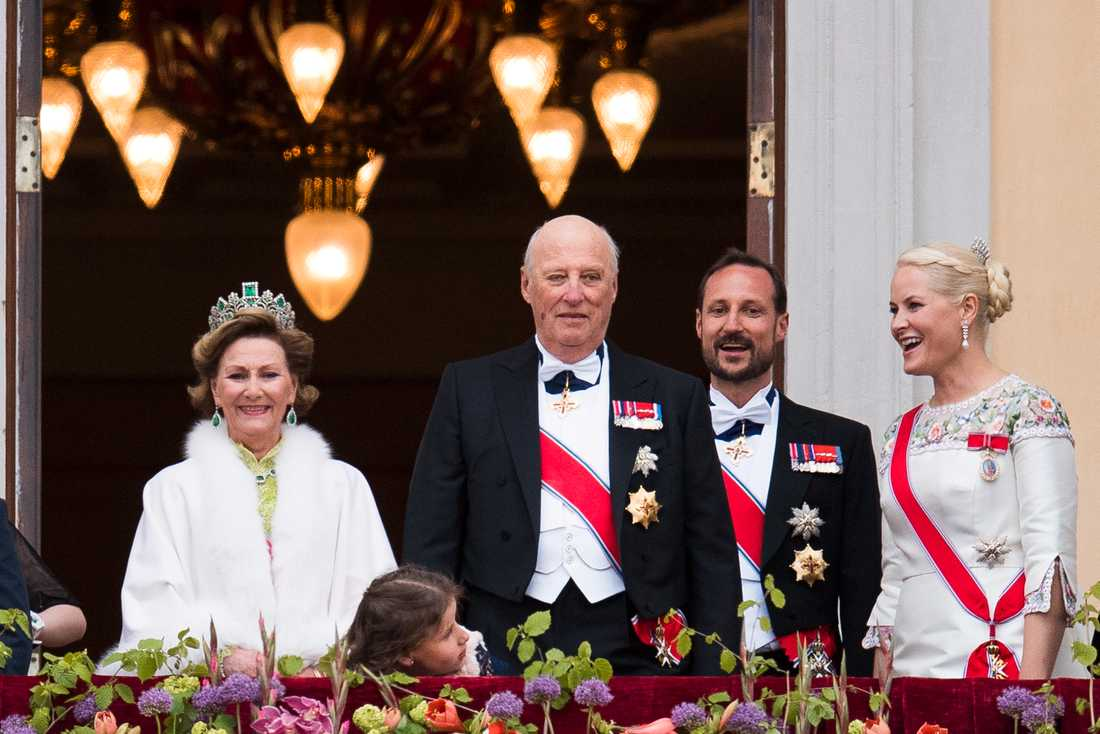 Norska kungaparet tillsammans med kronprinsparet.
