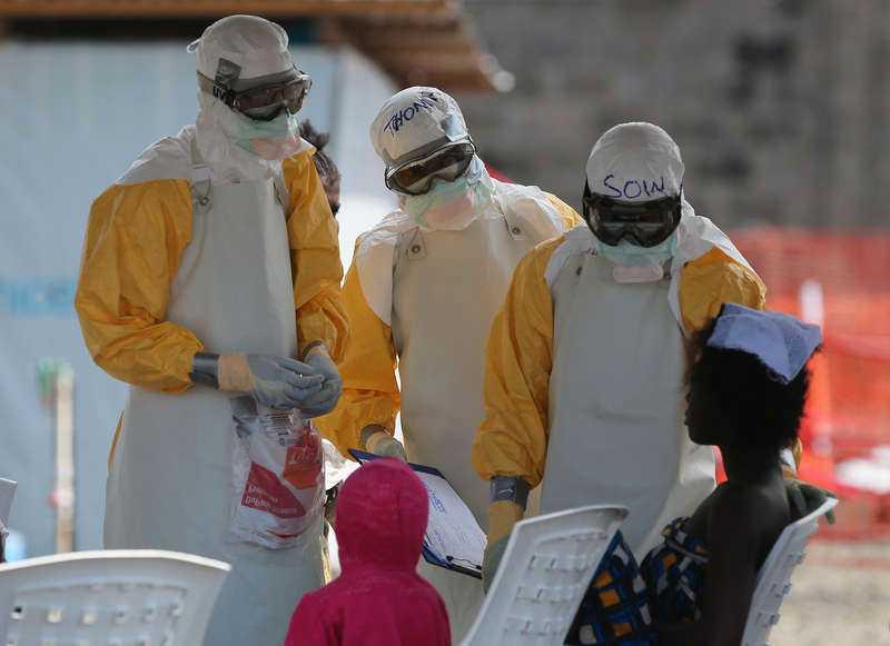 Läkare kämpar förtvivlat mot ebolautbottet i Västafrika - som fortfarande är utom kontroll.