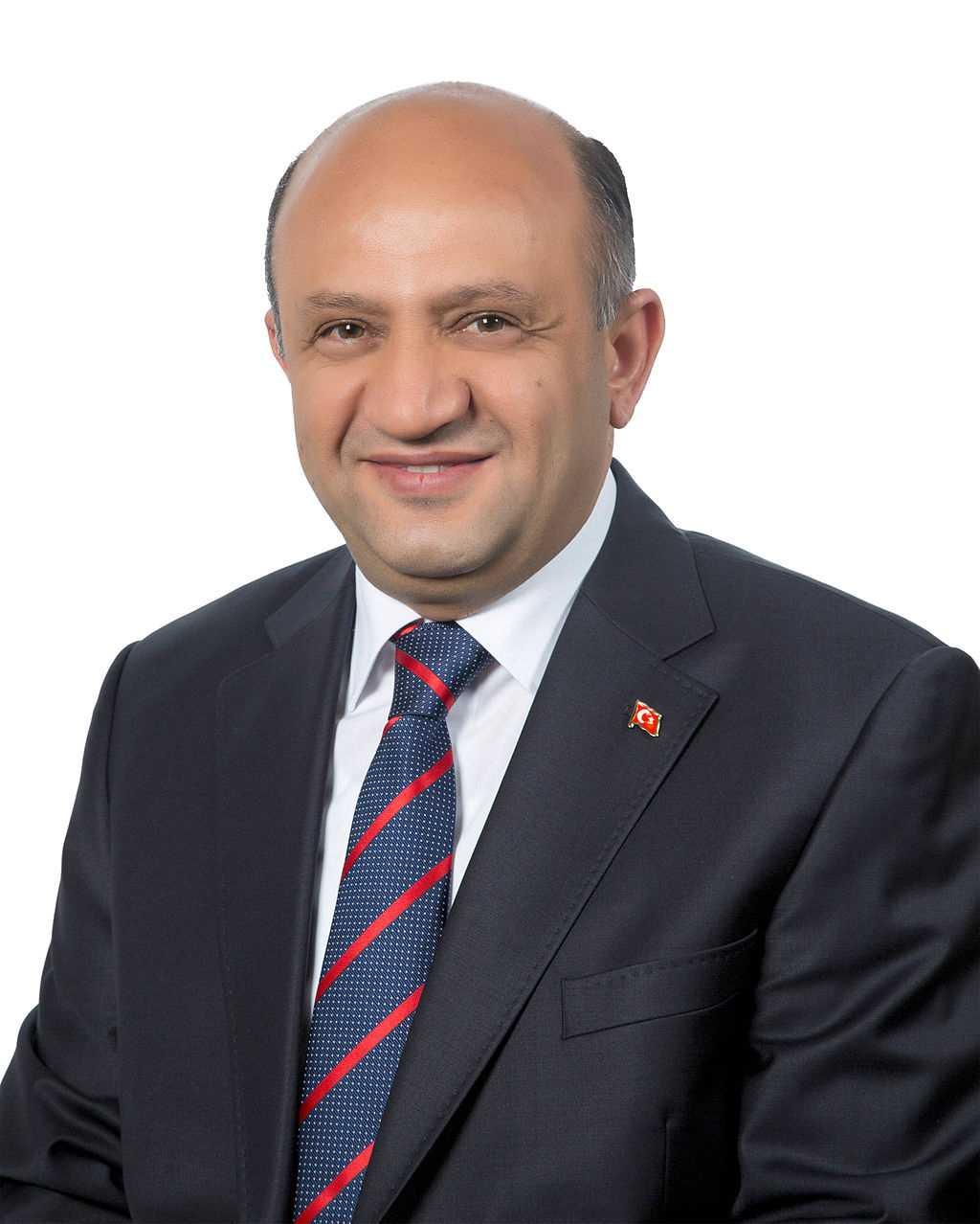 Fisir Isik, turkiets Industri- och teknikminsiter