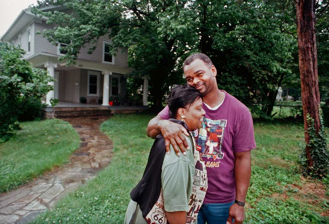 Jackie med frun Deborah vid deras hem i Baltimore 1995.