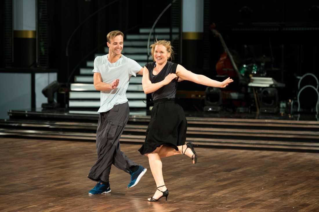 Anja Pärson och Calle Sterner tävlar i kvällens semifinal.
